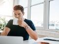 Patrí pitie kávy k vašim každodenným rituálom v práci? Po tomto zistení vás zrejme napne