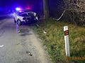FOTO Tragická nehoda medzi Pezinkom a Šenkvicami: Vodič neprežil náraz do stromu