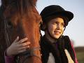 Tragédia na dostihoch: Jazdkyňu (†7) zhodil vlastný kôň, spadla mu pod kopytá, strašná smrť