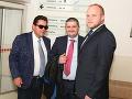 Marian Kočner so svojimi právnikmi Michalom Mandzákom (v strede) a Martinom Pohovejom.
