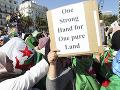 Protesty proti prezidentovi v Alžírsku: Armáda zostane mimo politiky, ubezpečil náčelník