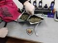 FOTO Dobrý postreh policajného psa: Zatkli muža, ktorý mal pri sebe 150 gramov marihuany