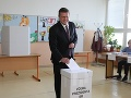 Kandidát na prezidenta Maroš Šefčovič odvolil o 11:00 spolu so svojou rodinou.
