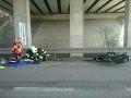 V Novom Meste nad Váhom sa čelne zrazil automobil s motocyklom