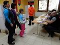 Priamo zo svahu si k volebným schránkam v obci Demänovská Dolina prichádzajú vybrať novú hlavu štátu milovníci aktívneho života a športu zo všetkých kútov Slovenska.