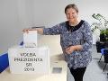 FOTO Nemohli prísť voliť, urna prišla za nimi: V nemocnici odovzdala hlas čerstvá mamička i lekárka