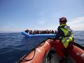 Africkí migranti čakajú v