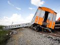 Desivá nehoda na trati z Viedne do Bratislavy: Vlak sa zrazil s nákladným autom, početné zranenia