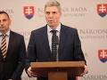 Zákaz spievania cudzej hymny rozdúchal dávno zabudnuté vášne: Bugár hrozí koncom koalície