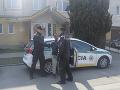 Košickí policajti zadržali a obvinili z prečinu výtržníctva 20-ročného Košičana (na snímke), ktorý vyvolával verejné pohoršenie vykonávaním sexuálneho exhibicionizmu.