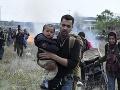 Červený kríž varuje pred situáciou v Bosne: Migranti prespávajú v parkoch, strediská sú plné