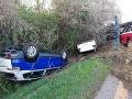 Pohľad na zaplakanie: FOTO Novučičké autá mimo cesty, kamionista nezvládol manéver