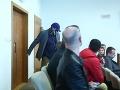 Andruskó sa opäť nezúčastnil pojednávania: VIDEO Parťák kľúčového svedka prišiel s kuklou na hlave