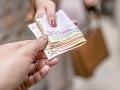 Starenka požičala žene (62) viac ako 14-tisíc eur: Tá jej ich stále nevrátila, hrozí jej väzenie