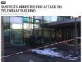 Auto vpálilo do budovy, kde sídli redakcia holandských novín v júli 2018.