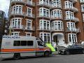 Britská polícia zatkla na ekvádorskom veľvyslanectve v Londýne zakladateľa organizácie WikiLeaks Juliana Assangea