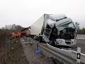 Pri Žiline zdemoloval cestárov, dostal pokutu: FOTO Kamionista (24) doplatil na svoju nepozornosť
