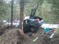 Auto narazilo do stromu. Jedna osoba nehodu neprežila