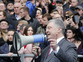 Porošenko sa zaslúžil o bizarný predvolebný úkaz: Diskusia bez oponenta pred prázdnym štadiónom