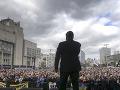 FOTO Z veľkolepej debaty fiasko svetových rozmerov: Protikandidát sa na Porošenka vykašľal
