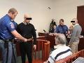 Holanďania, ktorí zmlátili čašníka v Prahe, sa postavili pred súd: Detaily brutality, hrozí im 18 rokov