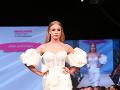 Alexandra si skúsila úlohu modelky a predviedla šaty Jany Jurčenko.