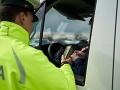 Policajti zastavili v Poprade autobus: Keď dali vodičke fúkať, zostali v šoku