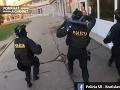 Akčný zásah v bratislavskom drogovom raji: VIDEO Kukláči vtrhli do Pentagonu, úlovok bol istý