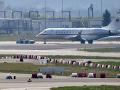 Vládny špeciál s problémami pri štarte: Po tvrdom pristátí ohrozil prevádzku letiska