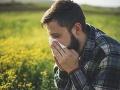 Alergici si len tak nevydýchnu: Potrápi ich ešte peľ inváznej ambrózie i pŕhľavy