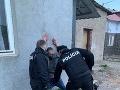 FOTO Šarvátka ako z lacnej mexickej telenovely: Mladík (22) sa neovládol... útok na policajtov!