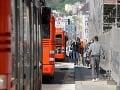 Važna nehoda autobusu a trolejbusu v Bratislave.