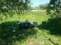 Dopravná nehoda na zjazde z bratislavského Prístavného mosta auto vyletelo z cesty.
