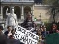 Na klimatický protest, ktorý viedla mladá Švédka, prišli tisíce ľudí