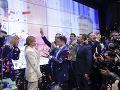 Víťaz prezidentských volieb s manželkou Olenou Zelenskou