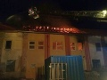Budovu v Nových Zámkoch zachvátili plamene: FOTO Hasiči evakuovali z blízkeho hotela 40 osôb