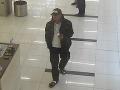 Neznámy páchateľ na FOTO ukradol zapaľovače v hodnote stoviek eur: Polícia po ňom stále pátra