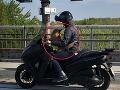 Aký pán, taký pes: FOTO Silné puto prinútilo motorkára k bizarnému činu, šok na bratislavskom obchvate