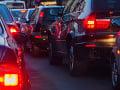 Bratislava a okolie sa topí v kolónach: Vodiči hlásia kolóny i viacero nehôd
