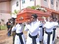 Séria bombových útokov na Srí Lanke si vyžiadala stovky mŕtvych a zranených.