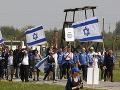 Poľsko na nohách: FOTO Na pamiatku obetiam holokaustu pochodujú tisíce ľudí