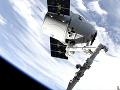 K ISS sa pripojila ďalšia kozmická loď Elona Muska: Dragon tam bude najmenej mesiac
