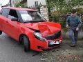 Vodič pod vplyvom alkoholu nabúral do oplotenia rodinného domu v Jesenskom.
