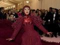 Cardi B na Met Gala zavítala v divnej kreácii.