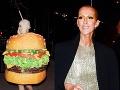 FOTO z celebritnej párty: Kráska ako hamburger a holohlavá Céline Dion?!