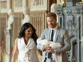 Meghan Markle a princ Harry predstúpili pred novinárov so svojím novorodeniatkom.