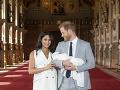 Meghan Markle a princ Harry ukázali svoje bábätko deň po pôrode.