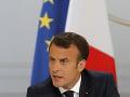 Macronova strana žiada pred voľbami bilión eur: Na toto ju chce využiť