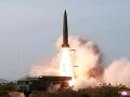 MIMORIADNE Severná Kórea odpálila neidentifikovateľné strely