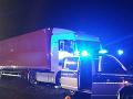 Dráma na diaľnici: Vodič (†54) kamióna zomrel za jazdy, idúci kolos zastavili ako v akčnom filme